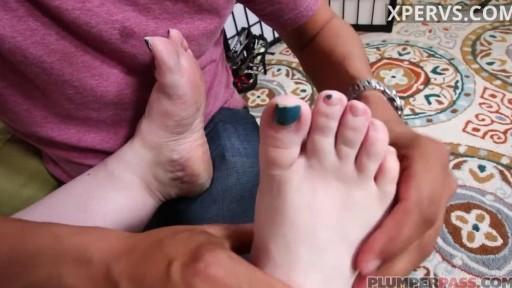 BBW Wants Foot Massage